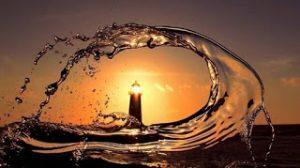 faro y agua